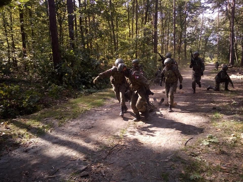 Szkolenie – transport rannego z pola walki, MEDEVAC