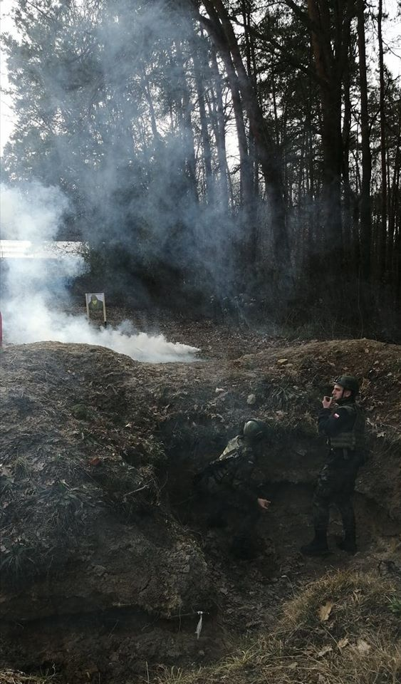 Szkolenie strzeleckie, rzut granatem, pokonywanie terenu.